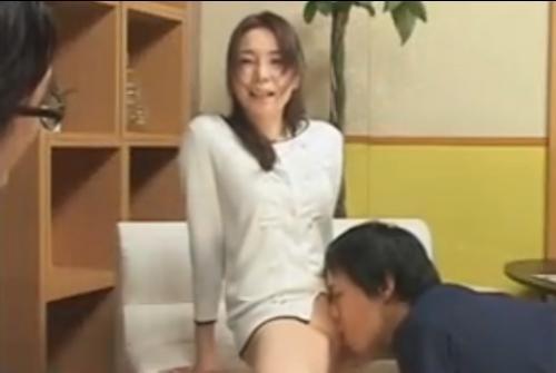 女子アナの立花みずきがハメられながらクンニをされ悶絶しながらのインタビューをする