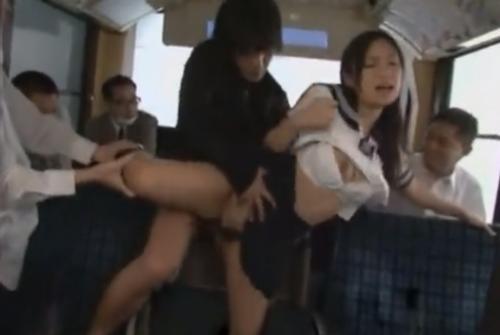 痴漢バスに乗ってしまった女子校生がハメられまくって顔射にお掃除フェラをさせられる 小倉奈々