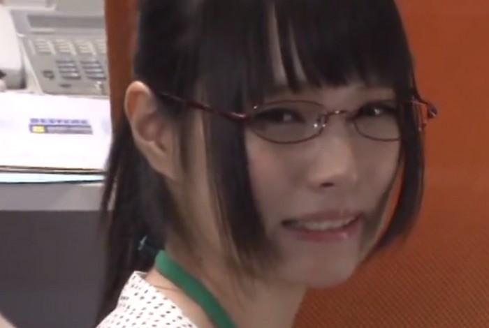 みほの(坂口みほの) 仕事の出来ないメガネの美人OLはイラマチオ志願のみんなの性奴隷