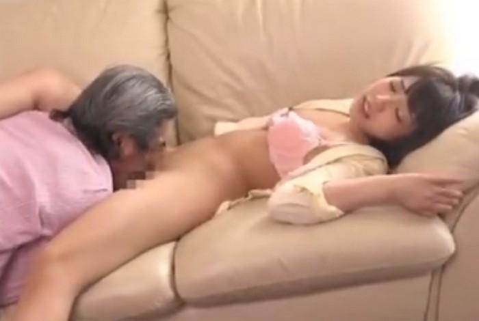 戸田真琴 義父に無理矢理パンツを脱がされマンコを舐めまわされる人妻
